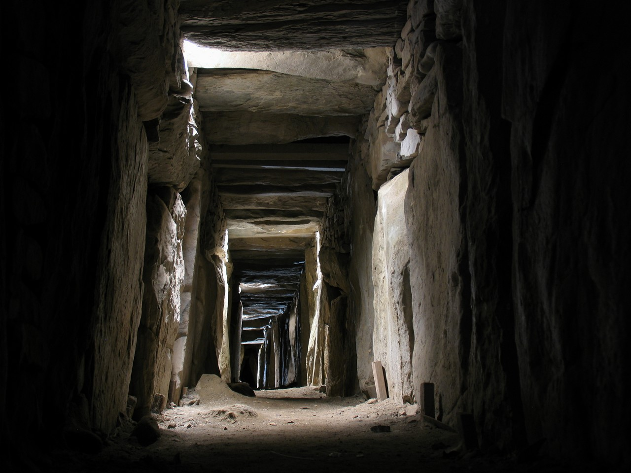 Knowth-Megalithic-tomb1.jpg