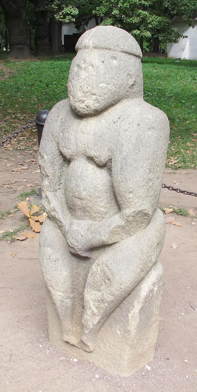 Kolomenskoe,_statua_povolovesiana_di_baba.JPG
