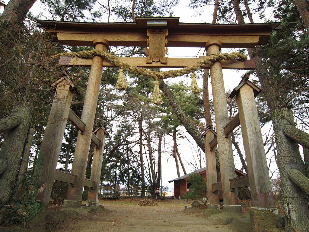 Komagata_Shrine_(Nagano)_torii.jpg