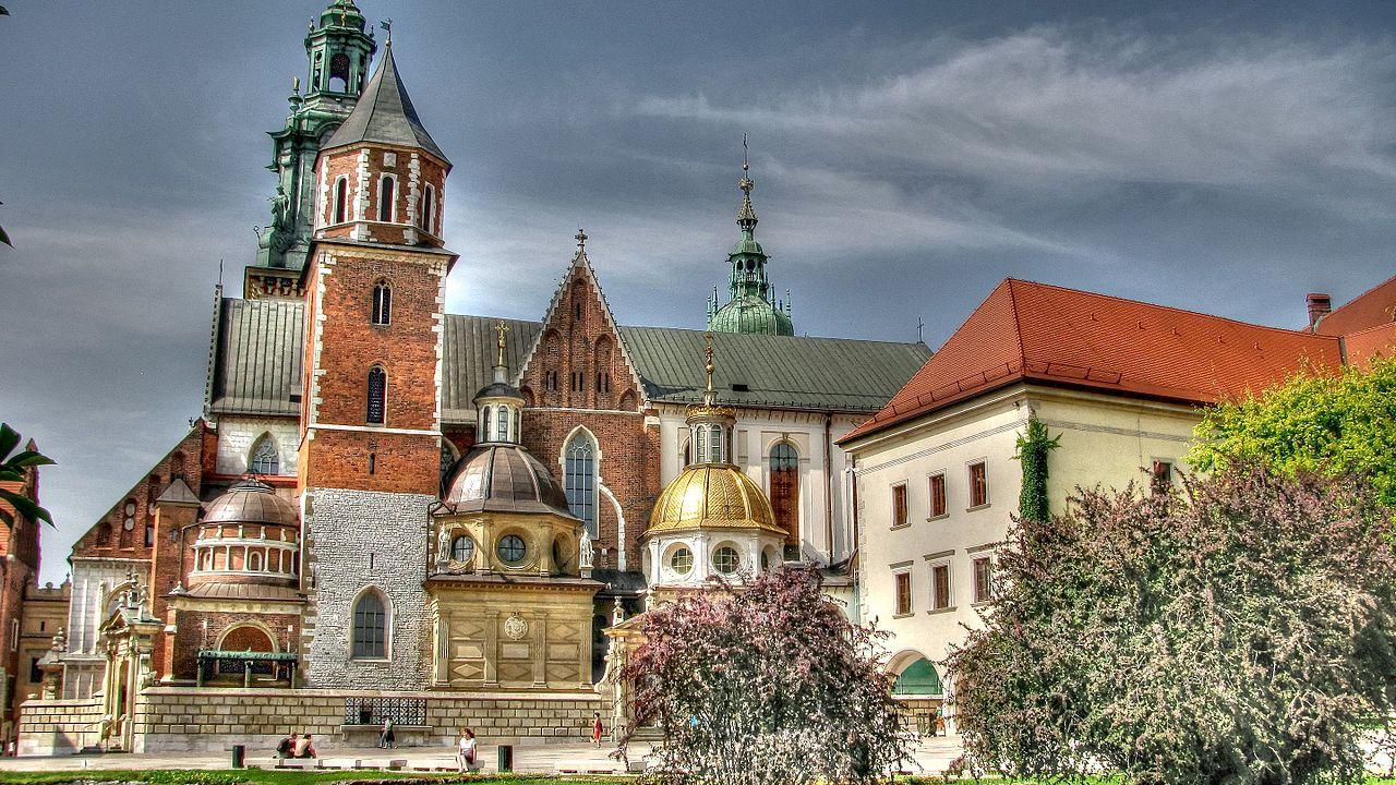 Krakow-PL-(Zamek_Królewski_na_Wawelu-Schloß_Wawel-1)-damir-zg.jpg