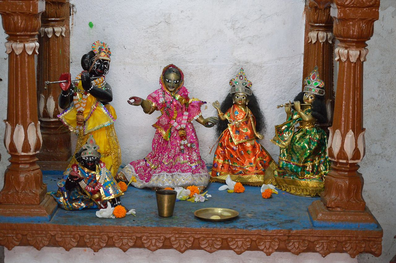 Krishna_Radha_and_Other_Deities_-_Hanseswari_Mandir.JPG