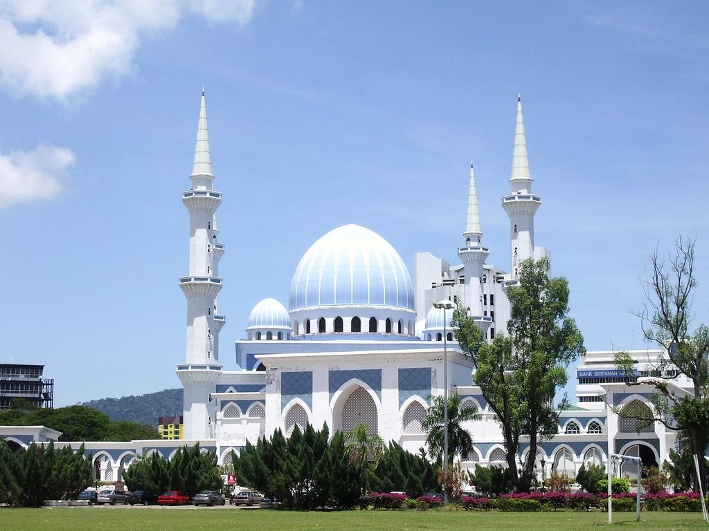 Kuantan Mosque in Malaysia.jpg