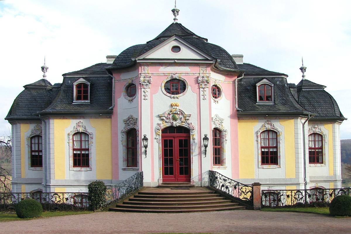 Kulturdenkmal_Dornburg_Saale_Rokokoschloss_Westansicht_Thüringen_.jpg