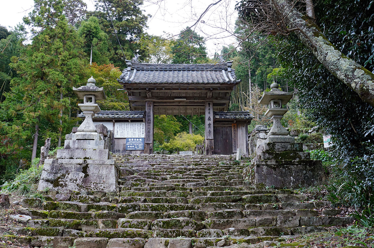 Kuwanomi-dera_Azuchi_Shiga_pref_Japan01n.jpg