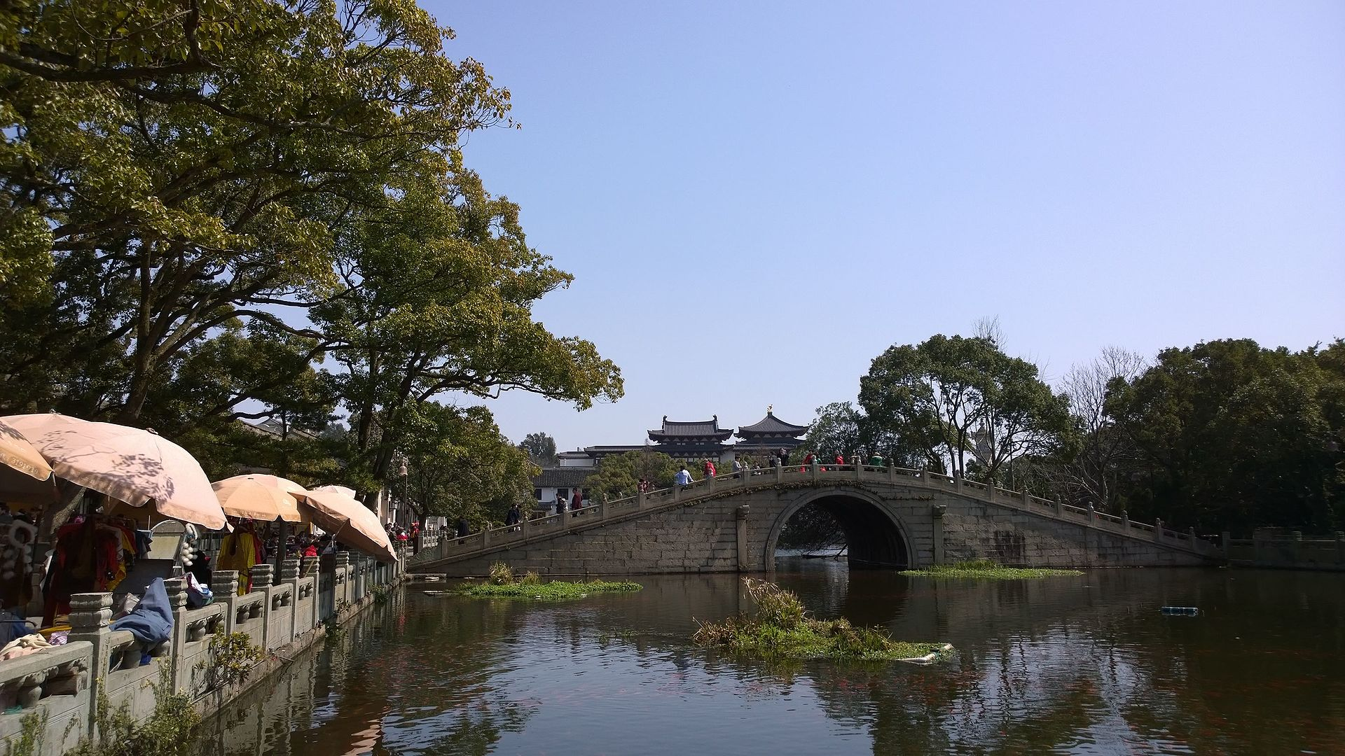Lake_at_Puji_Temple.jpg
