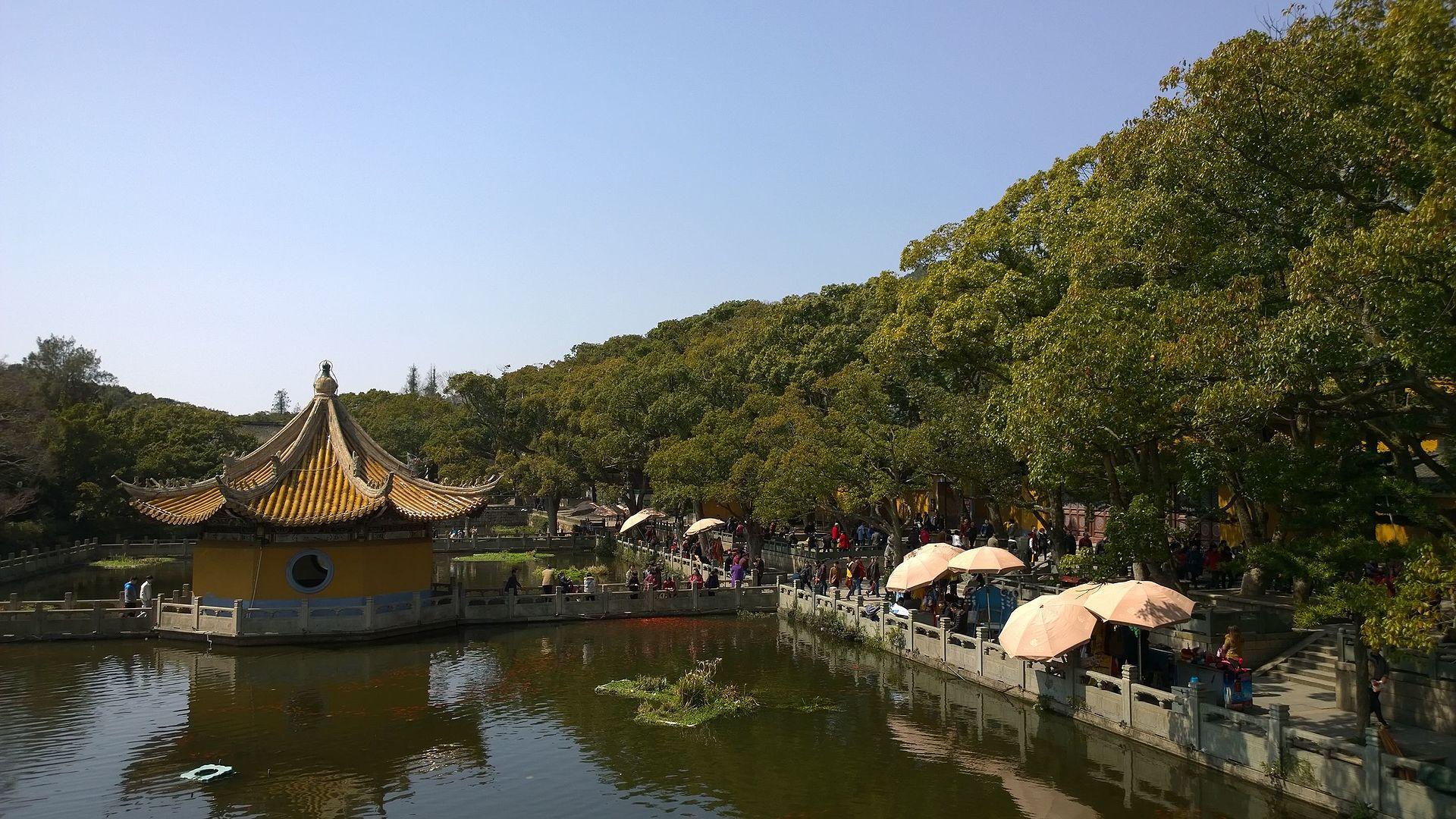 Lake_at_Puji_Temple_4.jpg