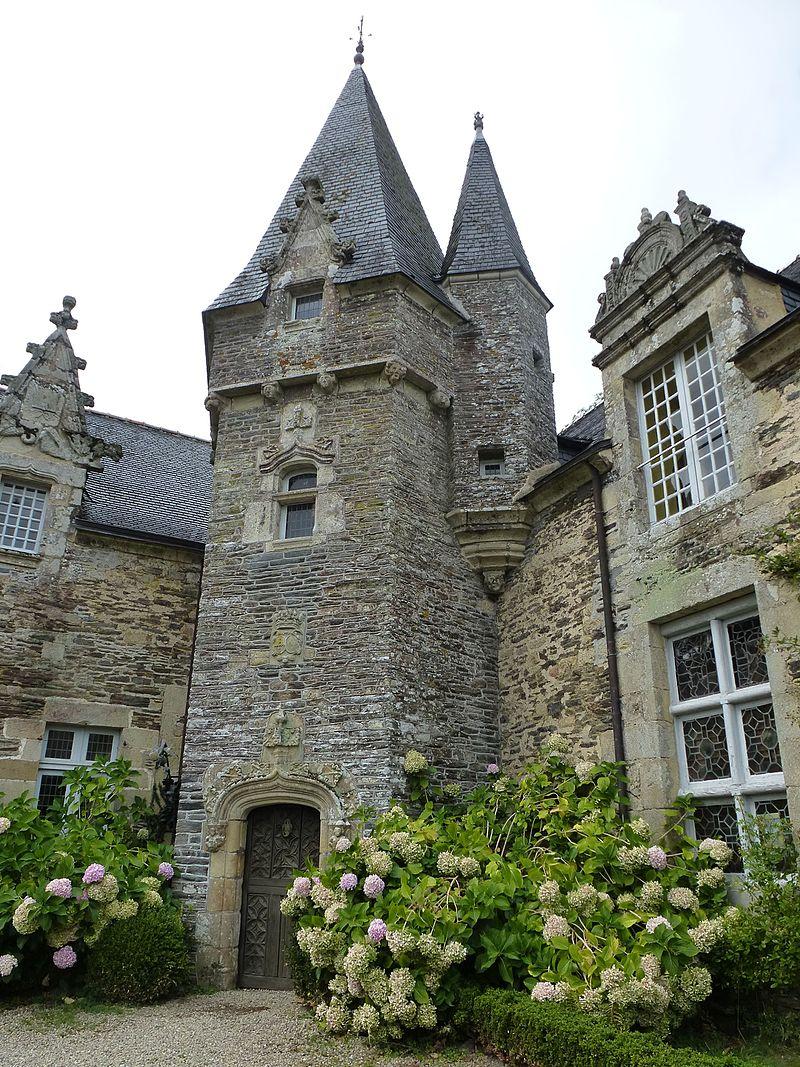 Le_chateau_de_rochefort-en-terre_-_panoramio.jpg