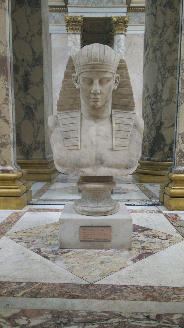 Le_Louvre_IMG_20141107_121027_(15575281919).jpg
