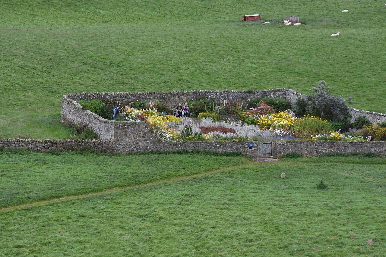 Lindisfarne_Castle_walled_garden.jpg