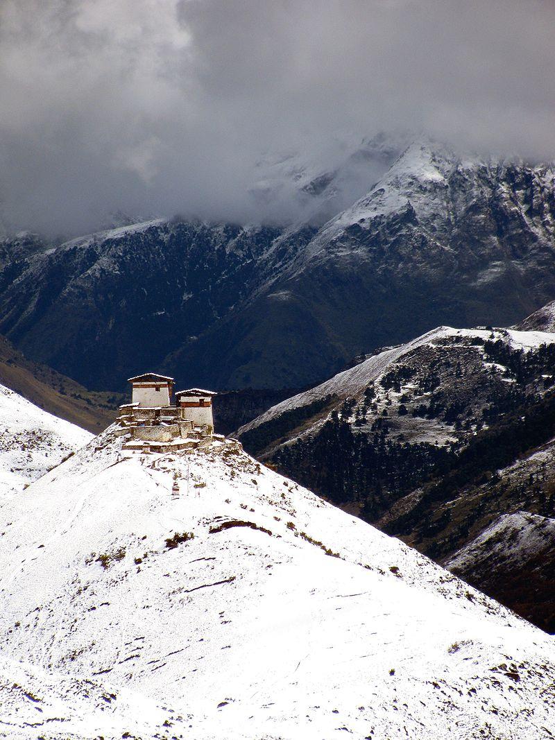 Lingzhi_Yugyal_Dzong_02.jpg