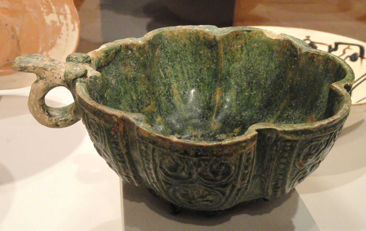 Lobed_Cup_with_Handle,_8th_century,_Umayyad_dynasty,.JPG
