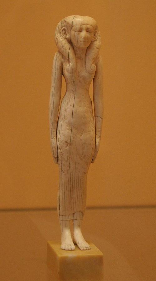 Louvre_femme_salle23.JPG