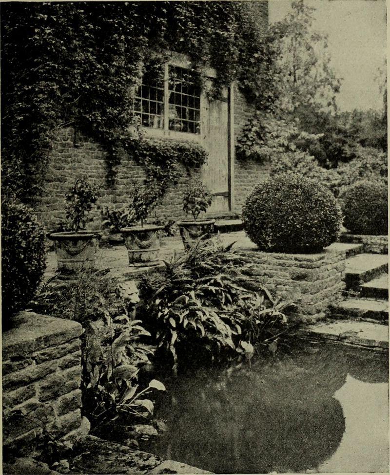Lutyens_houses_and_gardens_(1921)_(14577206049).jpg