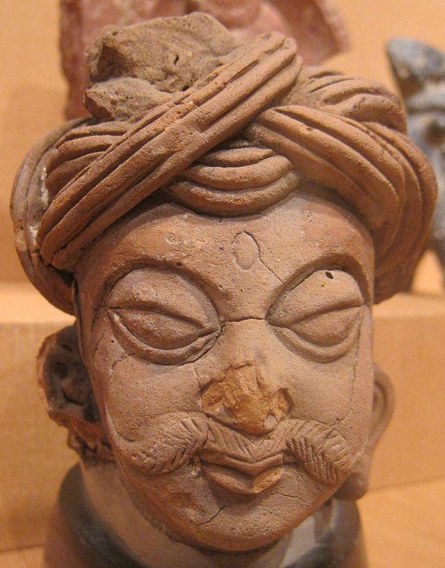 Male_head,_northern_India,_Kushan_or_Gupta_period,_5th-6th_century_CE,_terracotta,_HAA.JPG