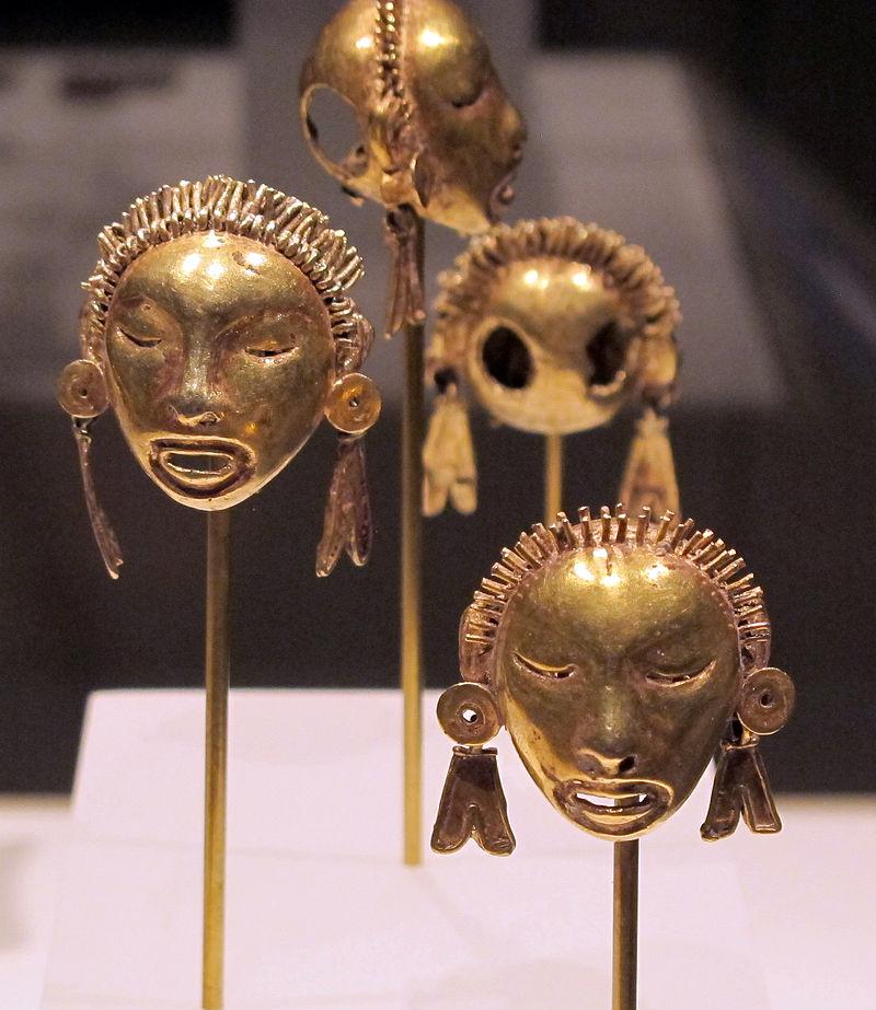 Messico,_mixtechi-aztechi,_pendenti_a_forma_di_testa,_1400-1515_ca,_oro_fuso_01.JPG