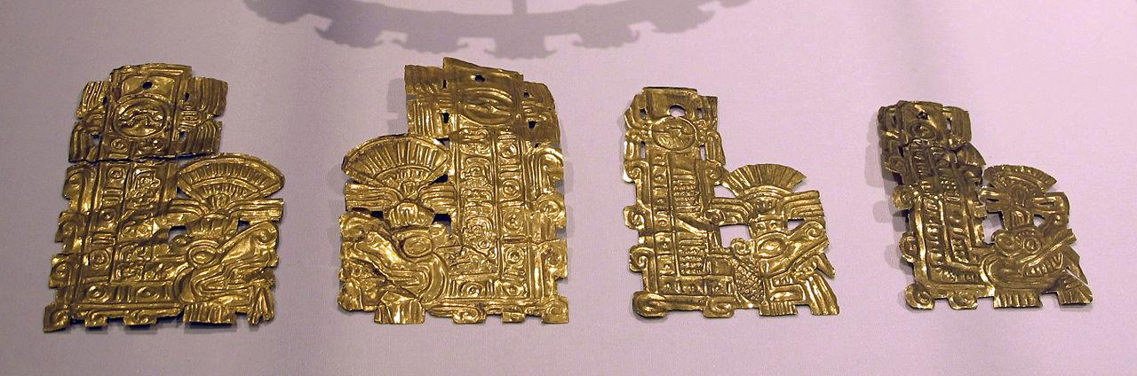 Messico,_toltechi-aztechi,_ornamenti_del_serpente_piumato,_XI-XV_sec,_oro_sbalzato.JPG