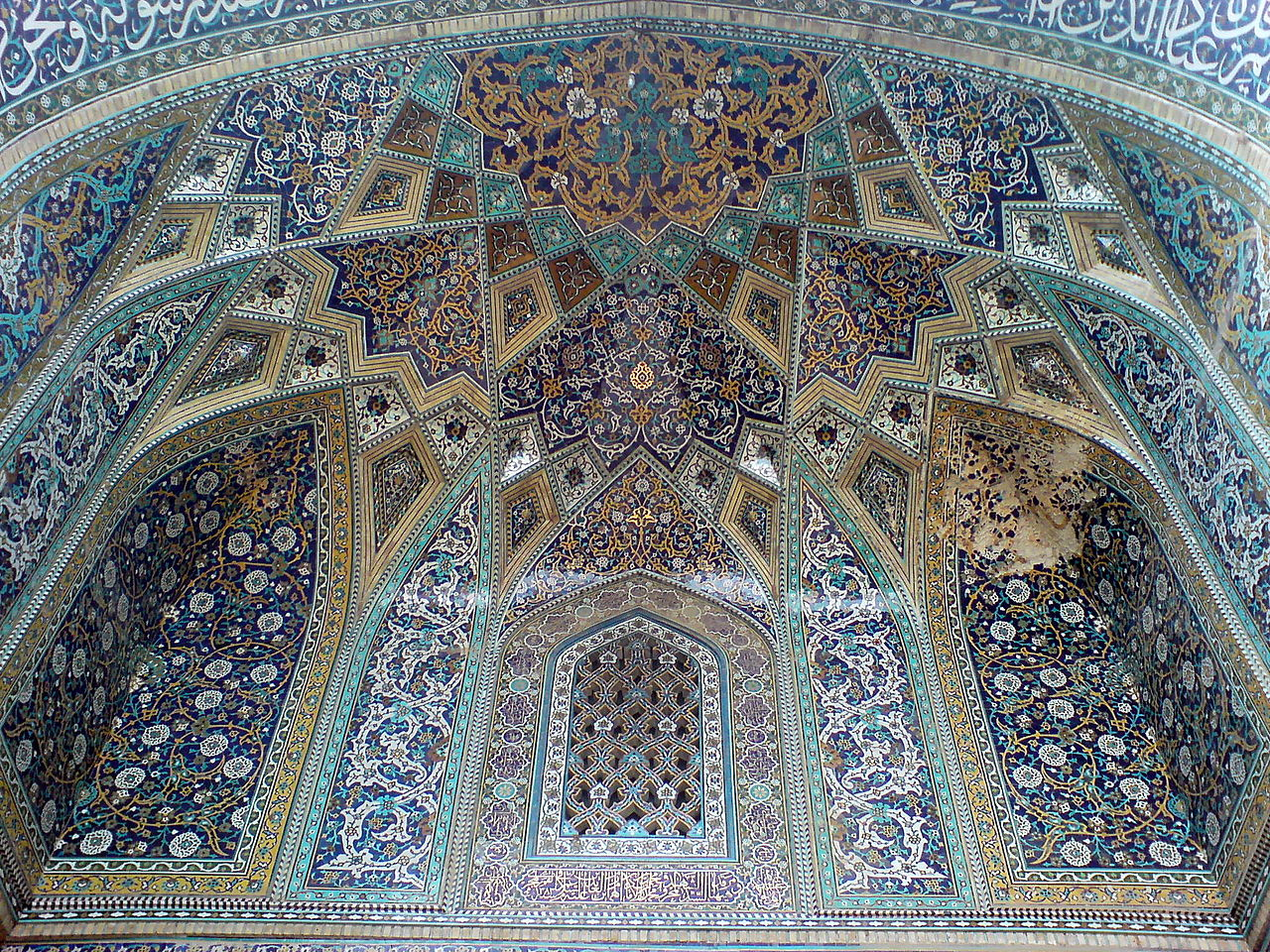 Middle_portico_of_Al-Mahruq_Mosque_-_Tiling_02.JPG
