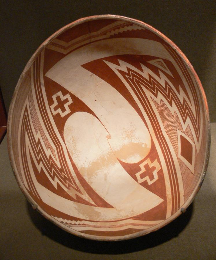 Mimbres_Bowl_with_geometric_design_DMA_1982-94.jpg