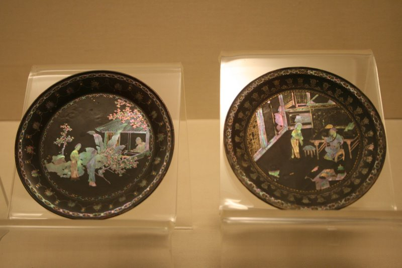 Ming_Dynasty_mother-of-pearl_and_lacquer_plates.JPG