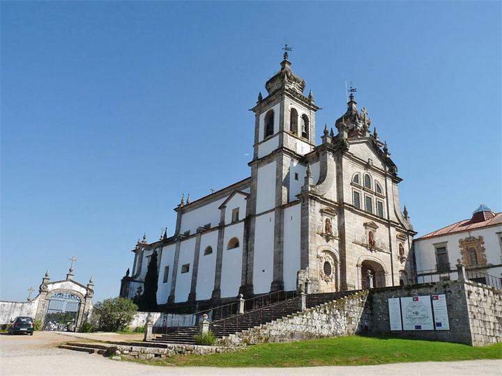 Monastyr-Tibaynsh-Portugaliya-Braga-Mosteiro-de-Tibes.jpg