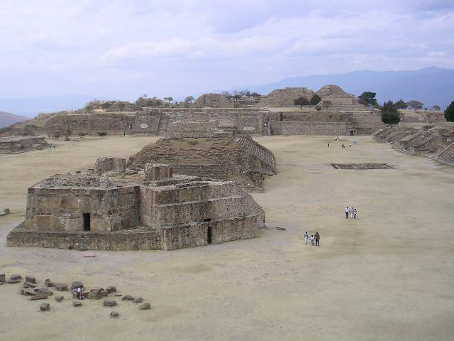 Monte_Alban_archeological_site,_Oaxaca.jpg