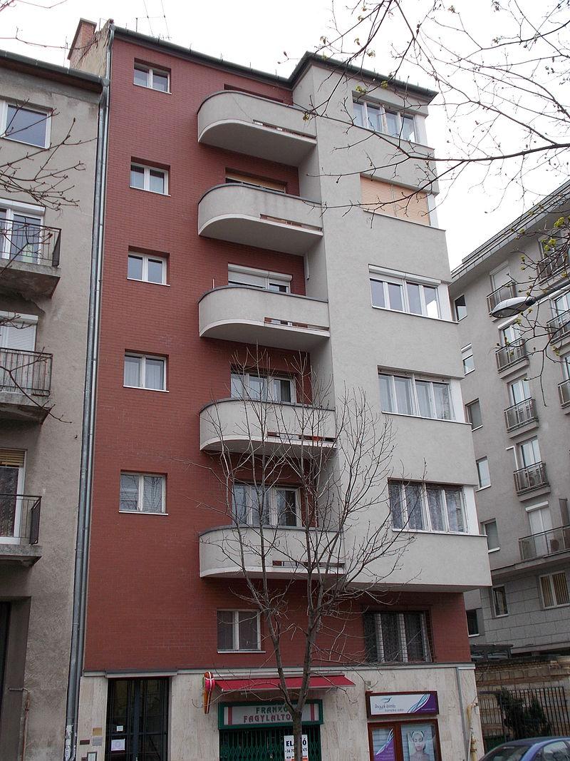 Monument_building._ID.14024_built_in_1935,_Bauhaus_style._Kék_golyó_street_4,_Budapest_12.JPG