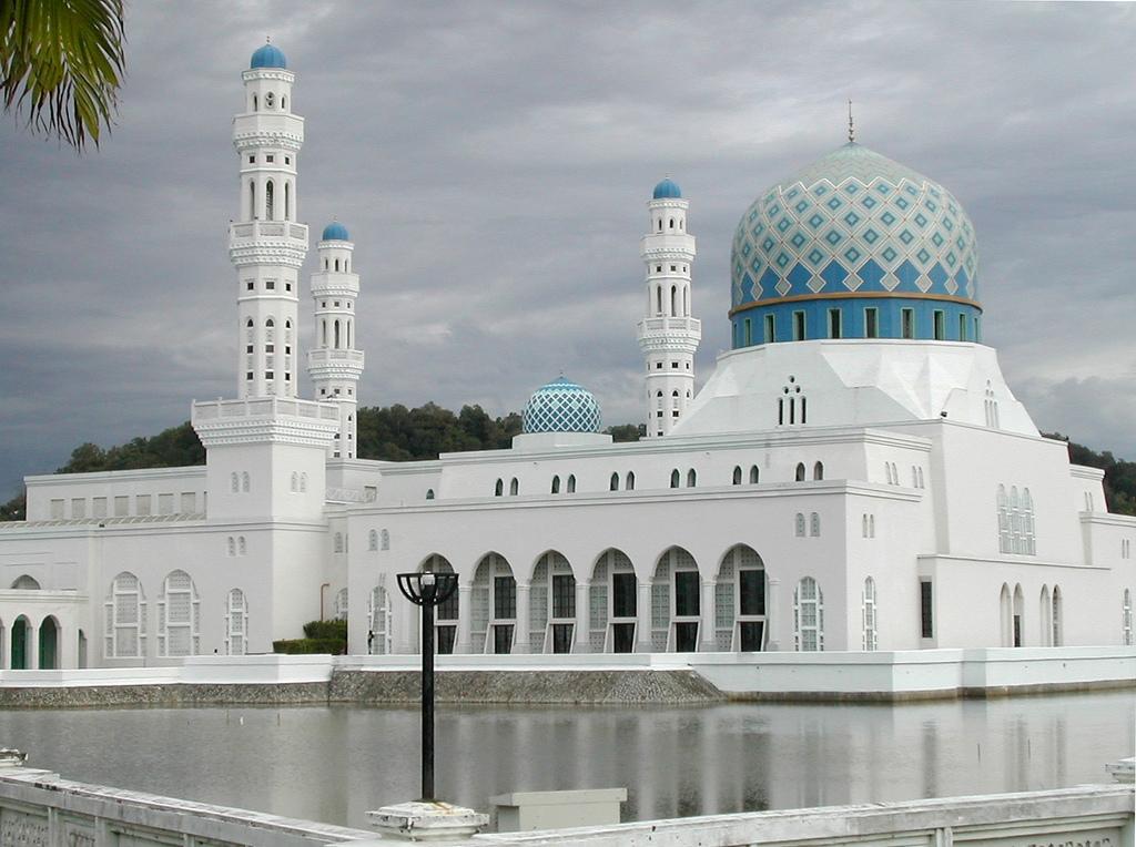 Mosque Kota Kinabalu in Sabah - Malaysia.jpg