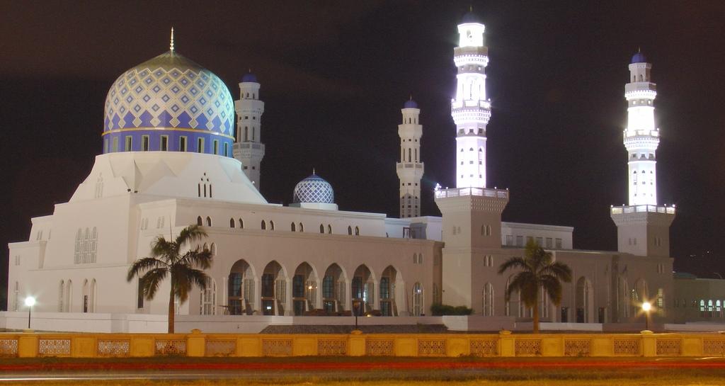 Mosque Kota Kinabalu in Sabah - Malaysia (night).jpg