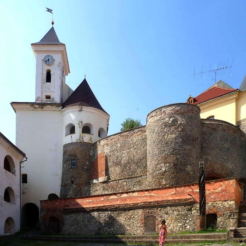 Mukachevo_Zakarpatska-Castle_Palanok-general_view.jpg