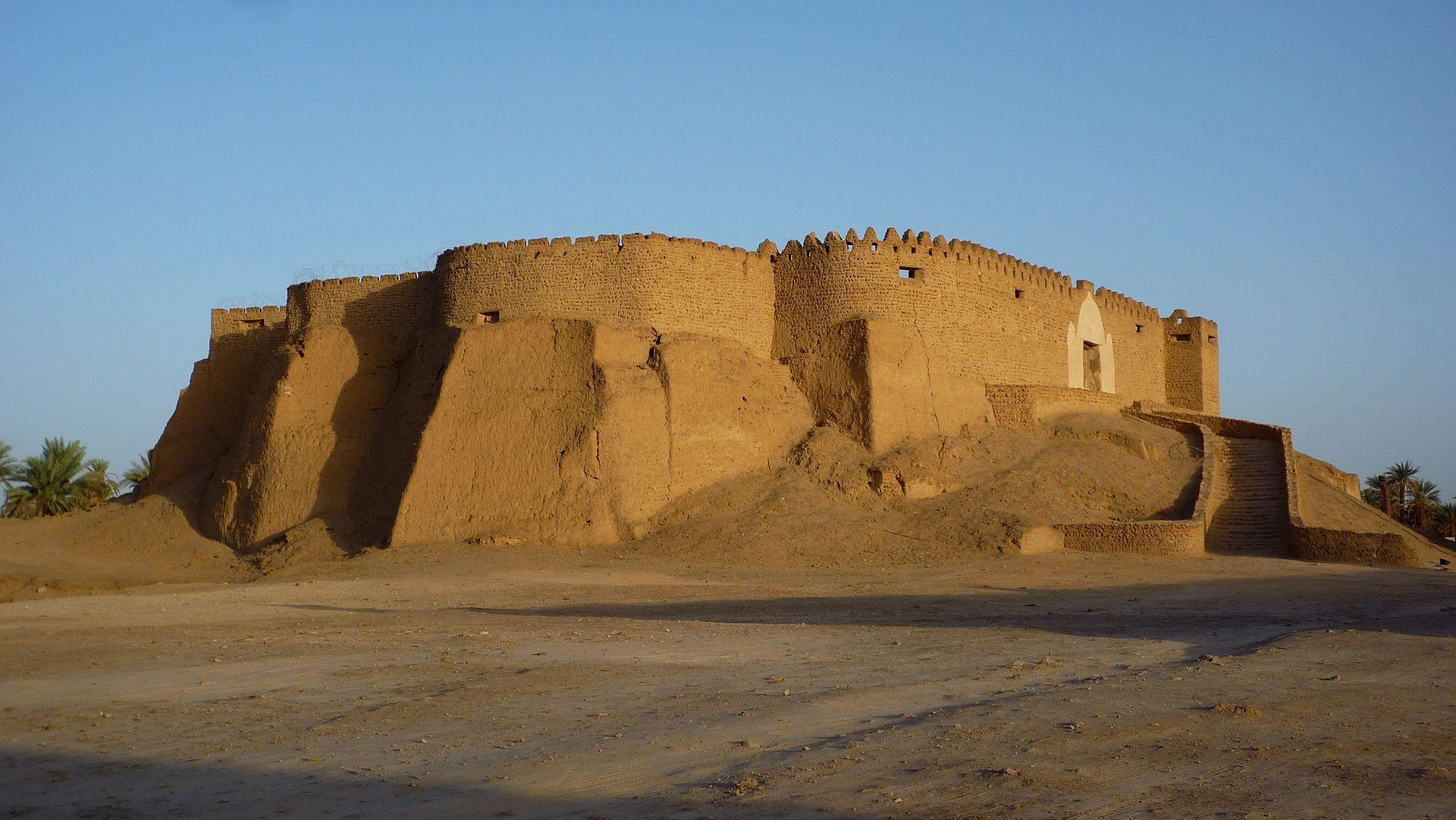 Murzuq_-_Festung_Qala_at_Turk_über_dem_Ort.jpg