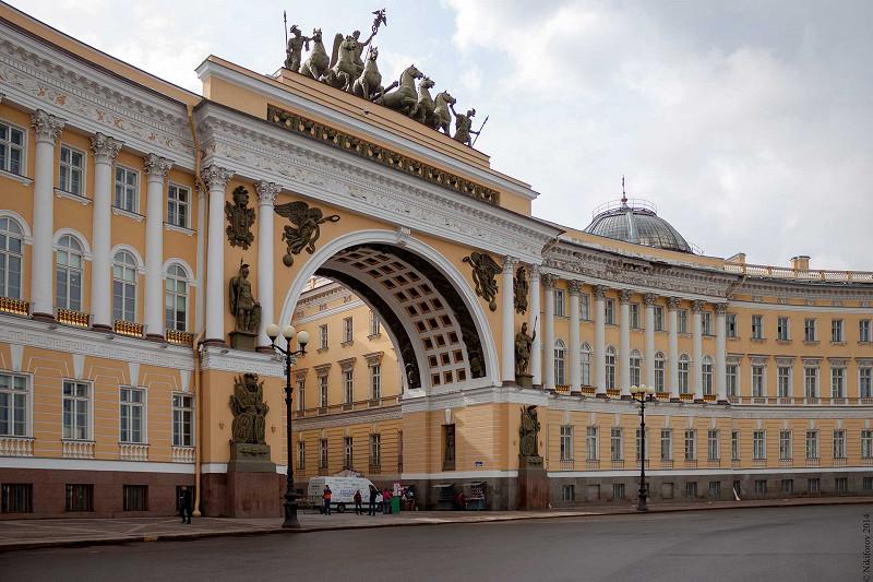 na-primere-zdaniya-peterburgskogo-glavnogo-shtaba-s.jpg