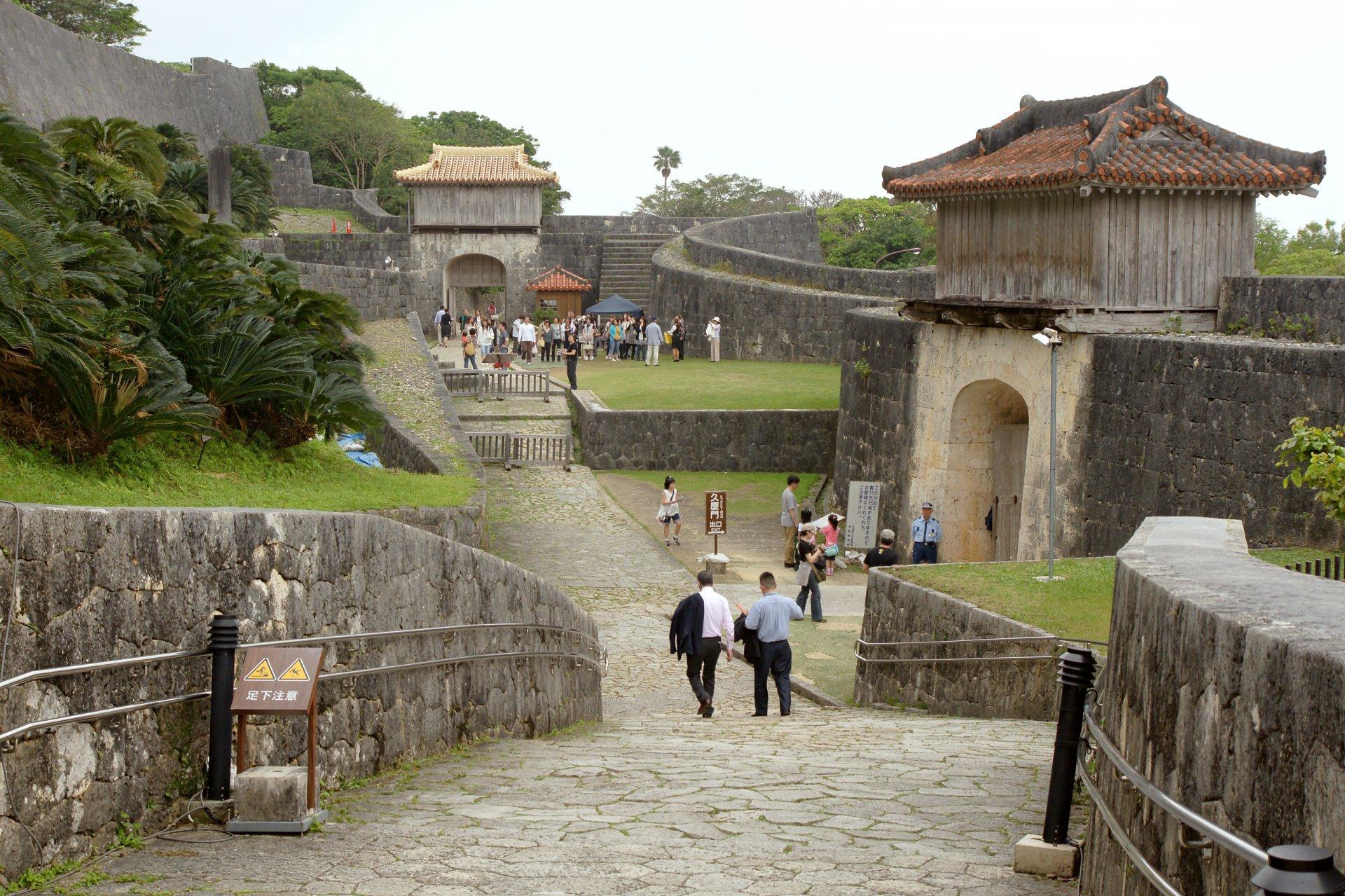 Naha_Shuri_Castle28s5s3200.jpg