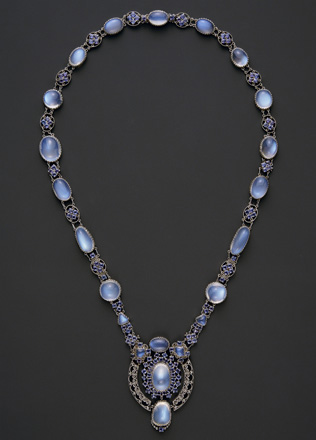 necklace_with_pendant-large.jpg