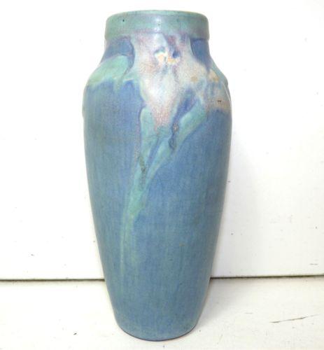 newcomb-college-pottery-sadie-irvine-pink-iris-1924-.jpg