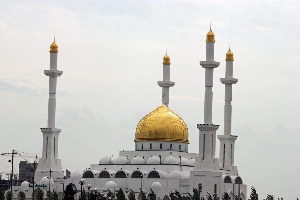 Nur Astana Mosque in Kazakhstan.jpg