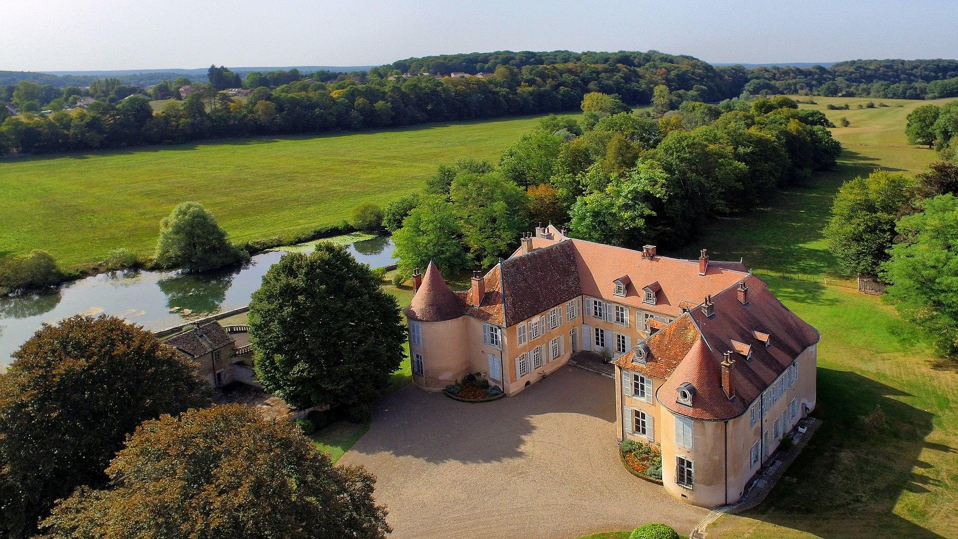 Ollans,_le_château_au_bord_de_l'Ognon.jpg