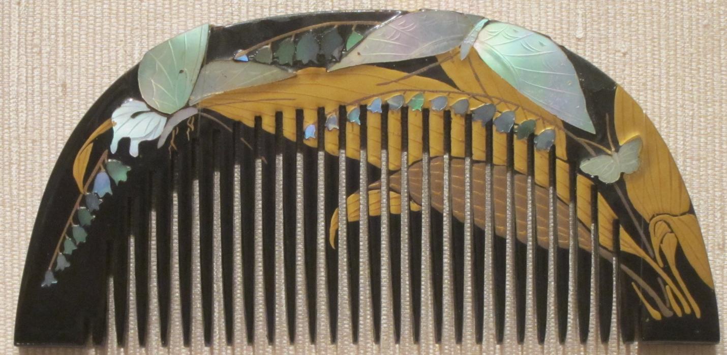 Ornamental_Japanese_comb,_tortoiseshell_with_lacquer,_Edo_or_Taisho,_Honolulu_kMuseum_of_Art.jpg