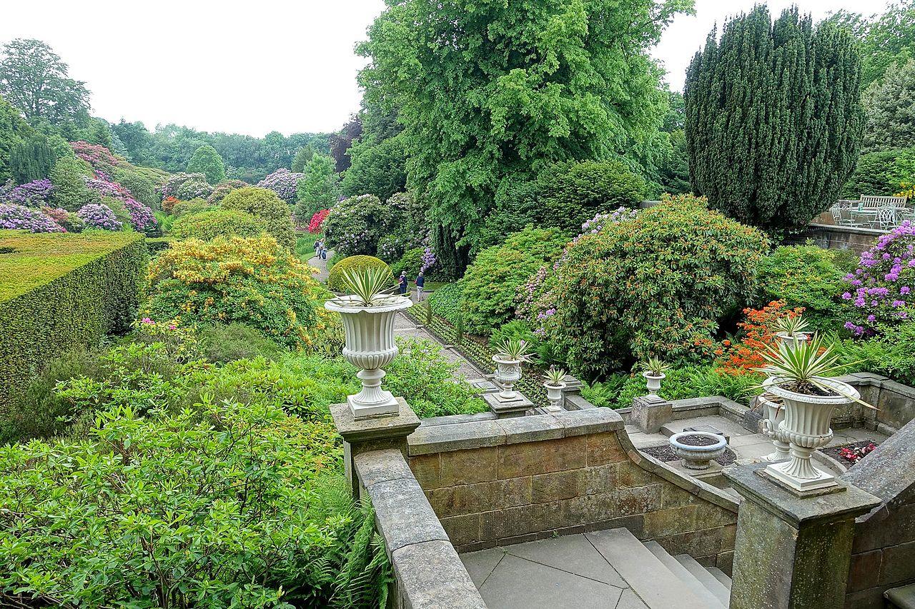 Overview_-_Biddulph_Grange_Garden_-_Staffordshire,_England_-_DSC09092.jpg