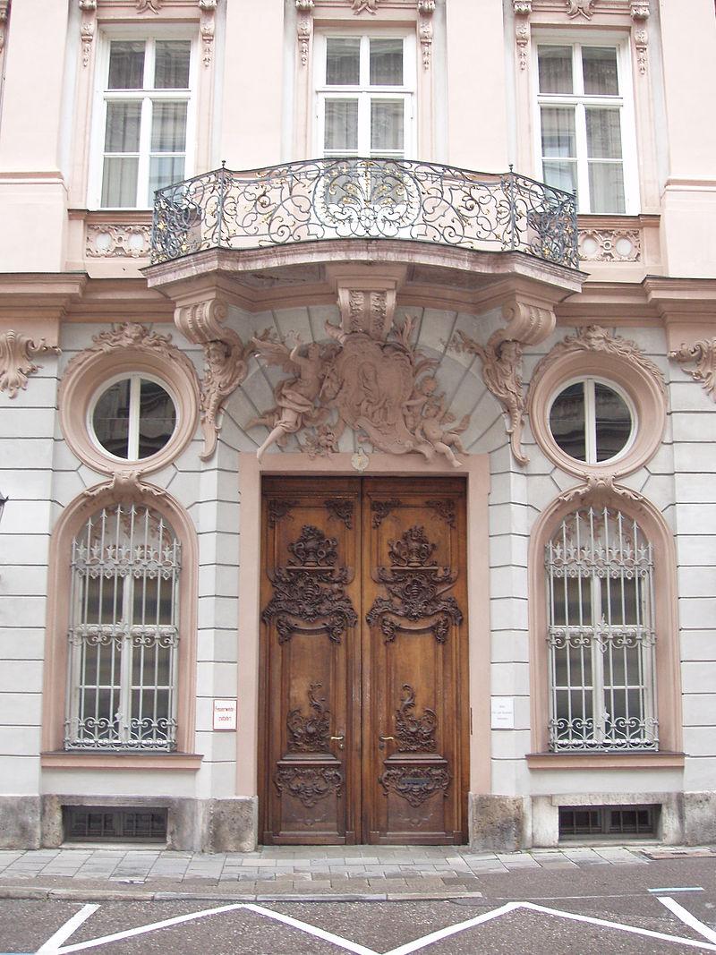 Palais_Holnstein_Portal.jpg
