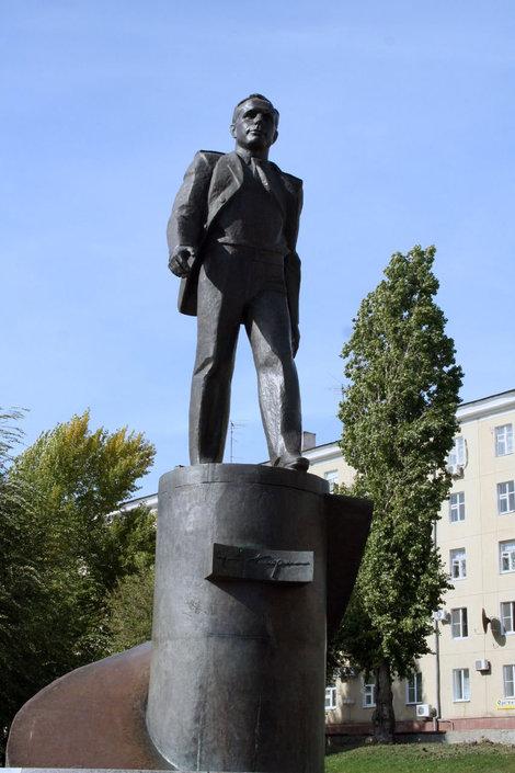 Pamyatnik-Yuriyu-Gagarinu.jpg