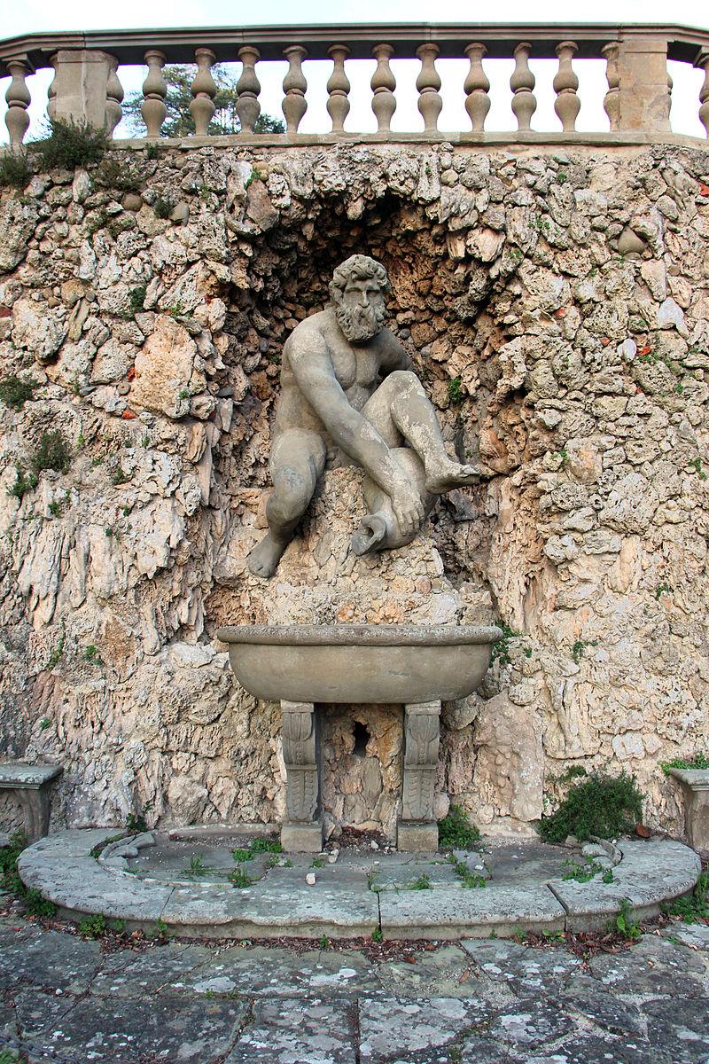 Parco_di_pratolino,_grotta_del_mugnone_(statua_del_giambologna_ricostruita)_01.JPG