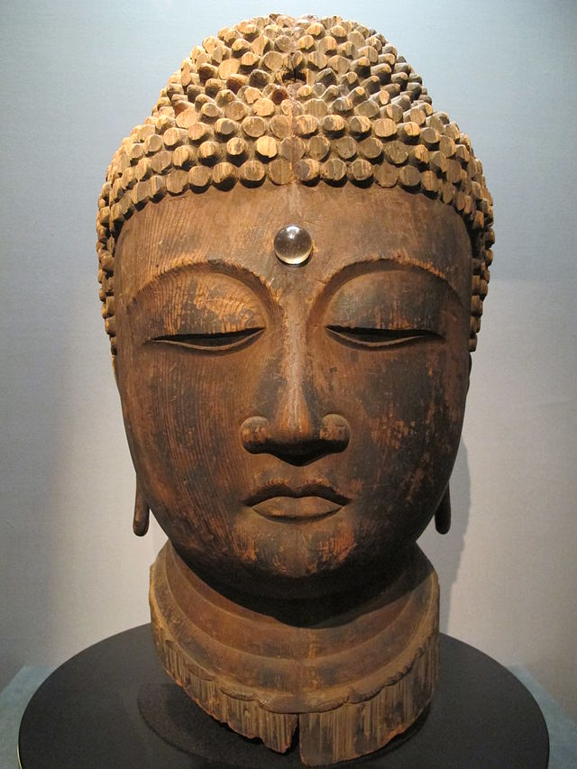 Periodo_heian,_testa_di_buddha,_legno,_XII_sec.JPG