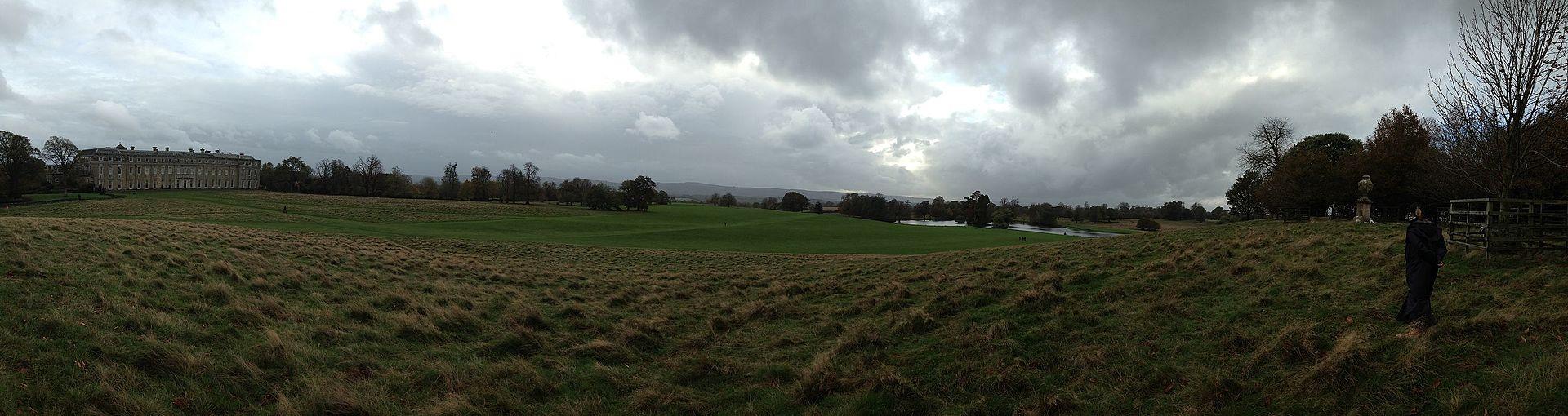 Petworth_House_panorama.jpg