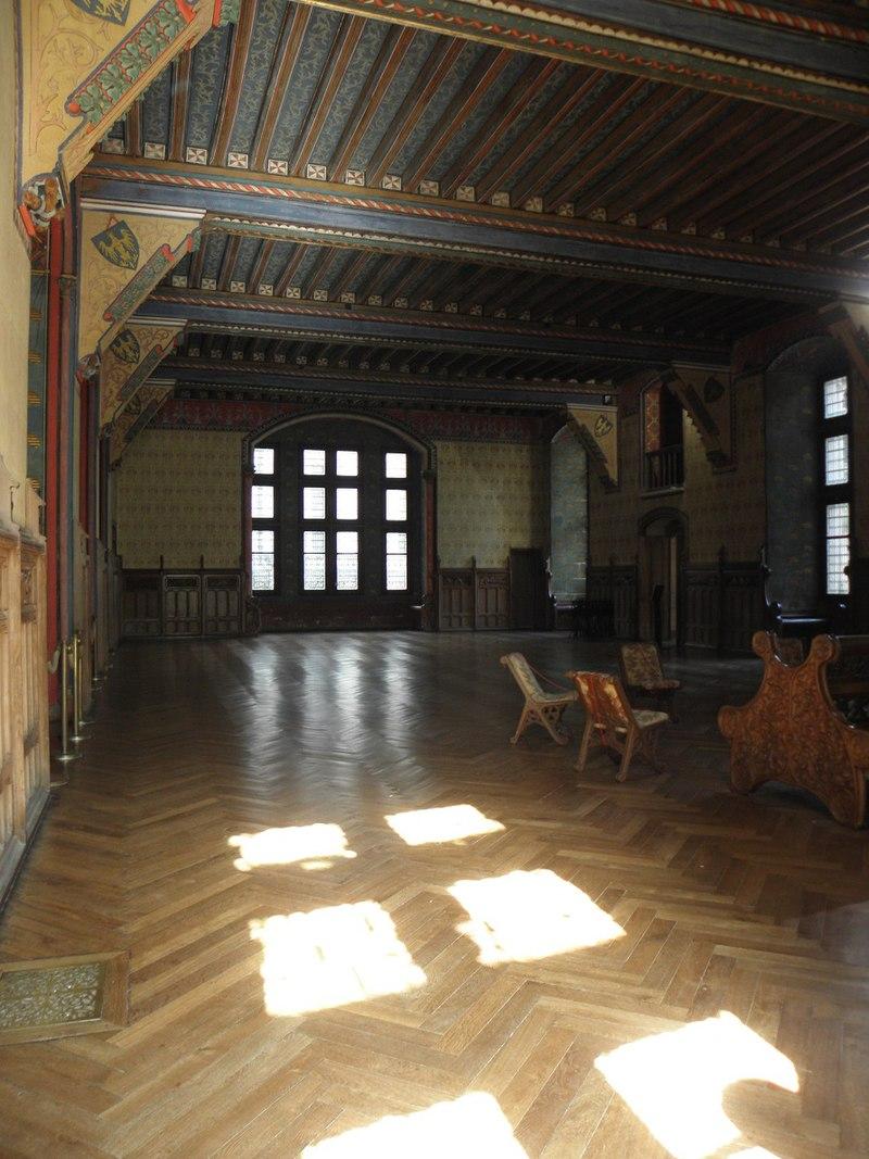 Pierrefonds_(60)_Château_-_Intérieur_-_Salon_de_réception_-_02.jpg