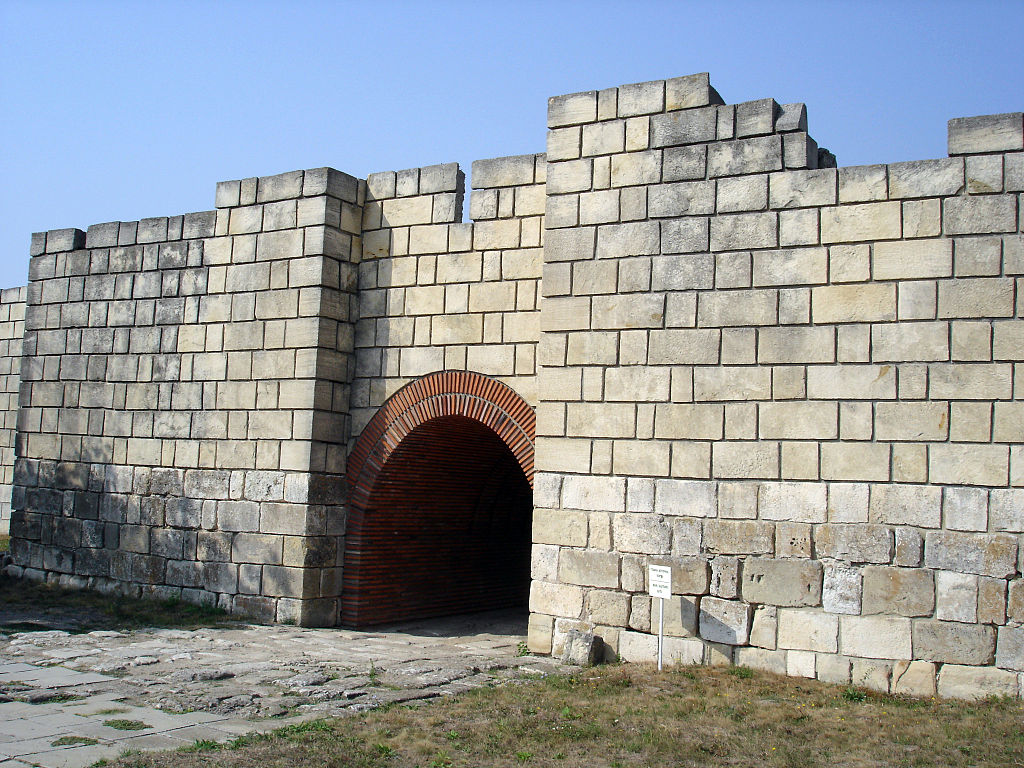 Pliska_-_Gate.jpg