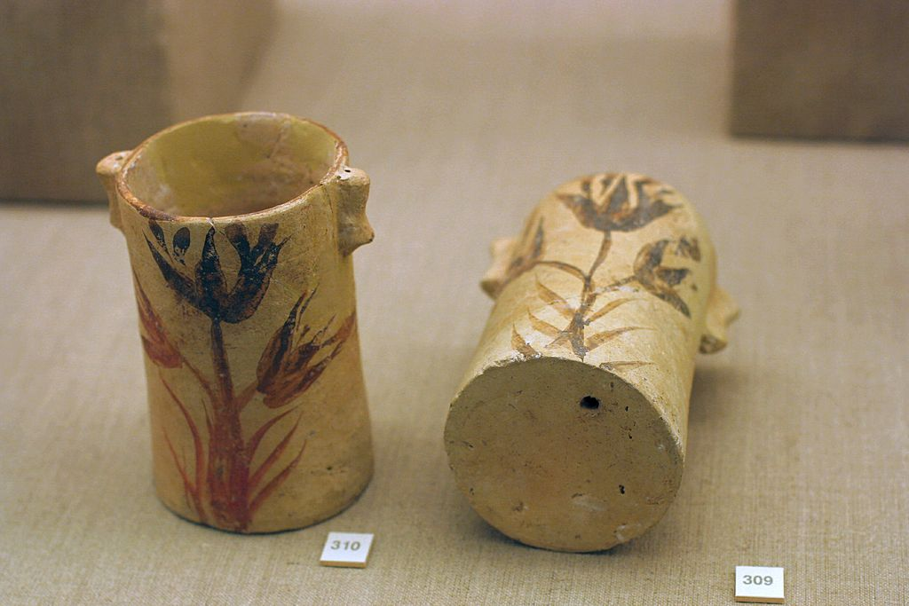 Pottery_painted_flowers_1700-1600_BC_PMTh_0503196.jpg