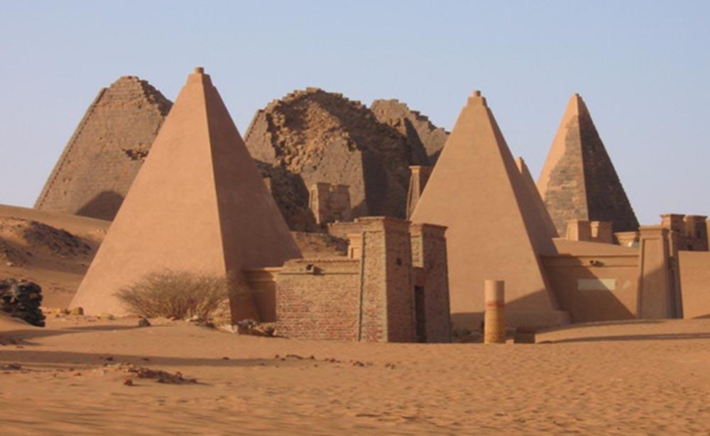 pyramidsmeroe1.jpg