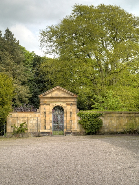 Rear_Courtyard_at_Tatton_Hall-geograph-3983328.jpg