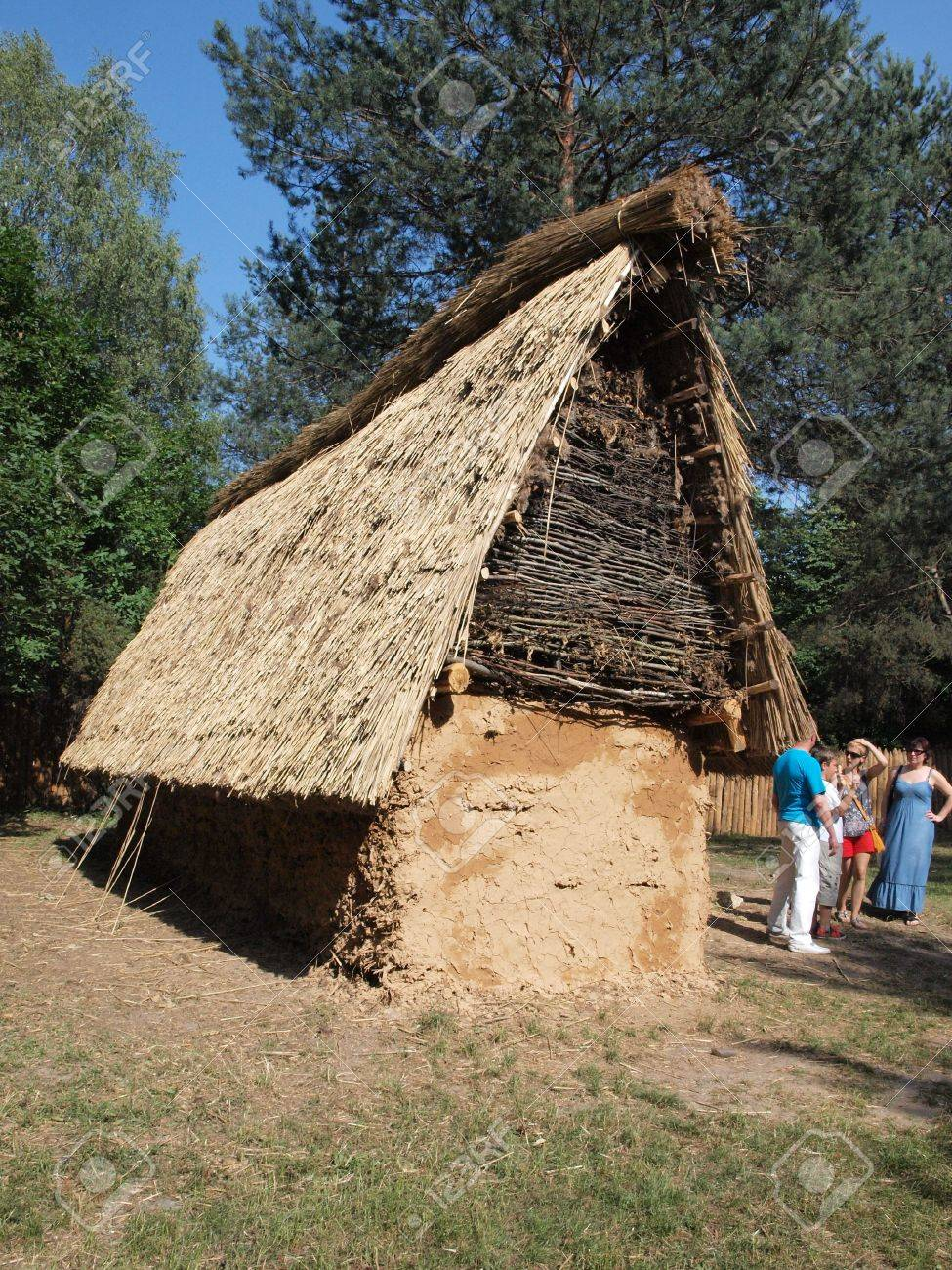 reconstruction-of-a-hut-from-funnel-neck-beaker-culture-.jpg