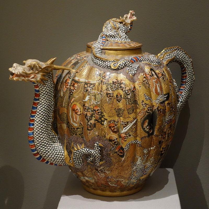 Ribbed_Teapot,_Japan,_decorated_by_Kato_Keizan,_.JPG